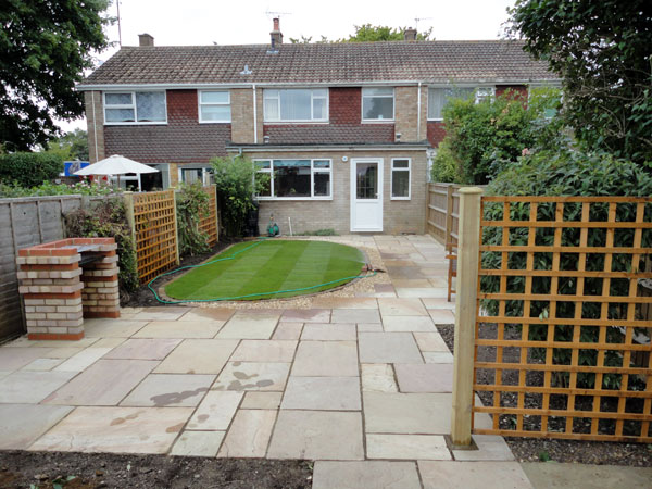Patio and garden in Aylesbury after